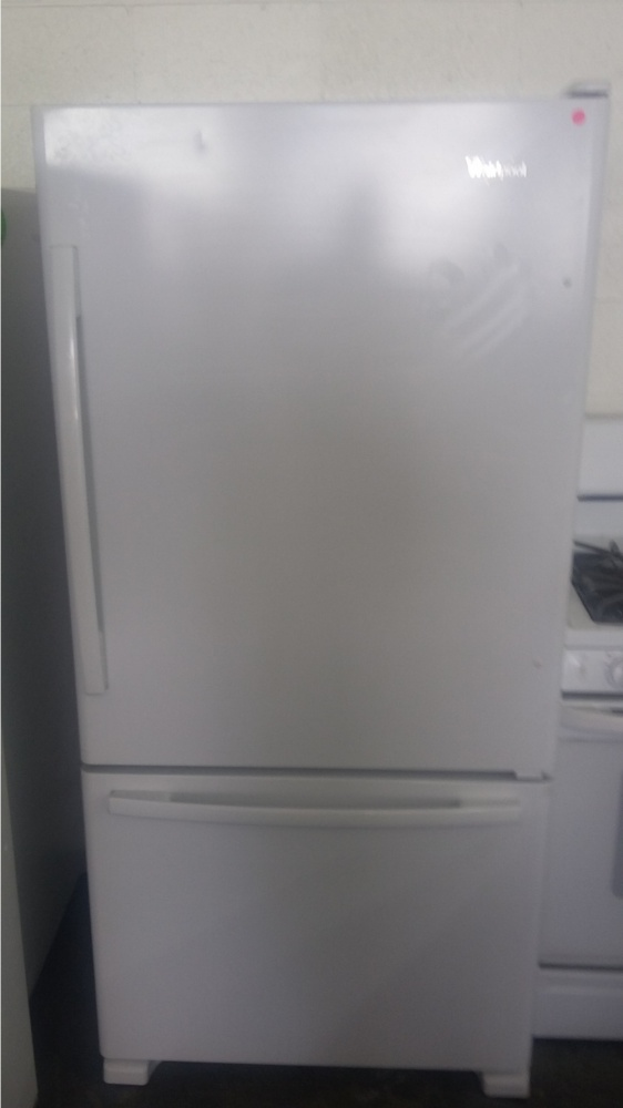 Whirlpool White 33 Quot Bottom Mount Refrigerator Out Of