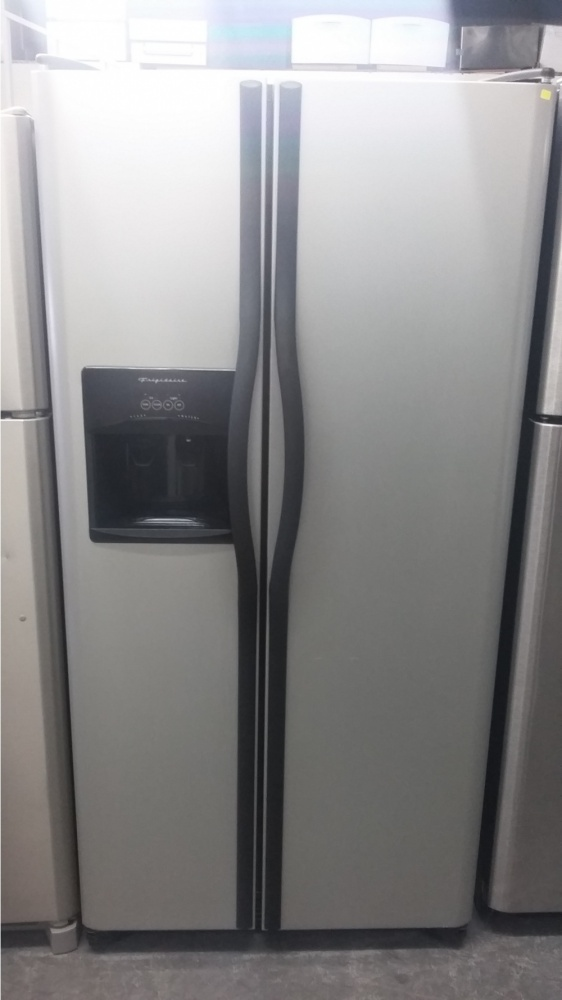 Frigidaire 33 Quot Stainless Side By Side W Black Handles