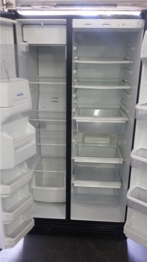 Whirlpool 36 Quot Black Side By Side Refrigerator Out Of