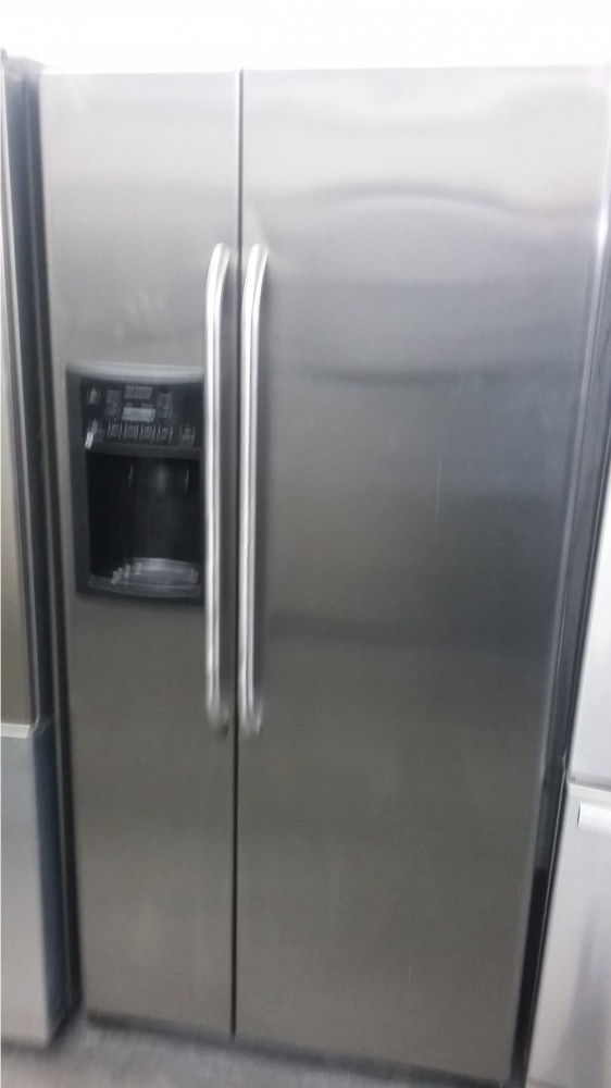 Ge 33 Quot Stainless Steel Side By Side Refrigerator Out Of