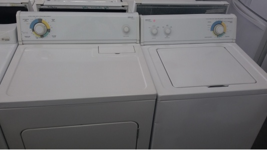 Kirkland By Whirlpool Washer W Gas Dryer Set Out Of
