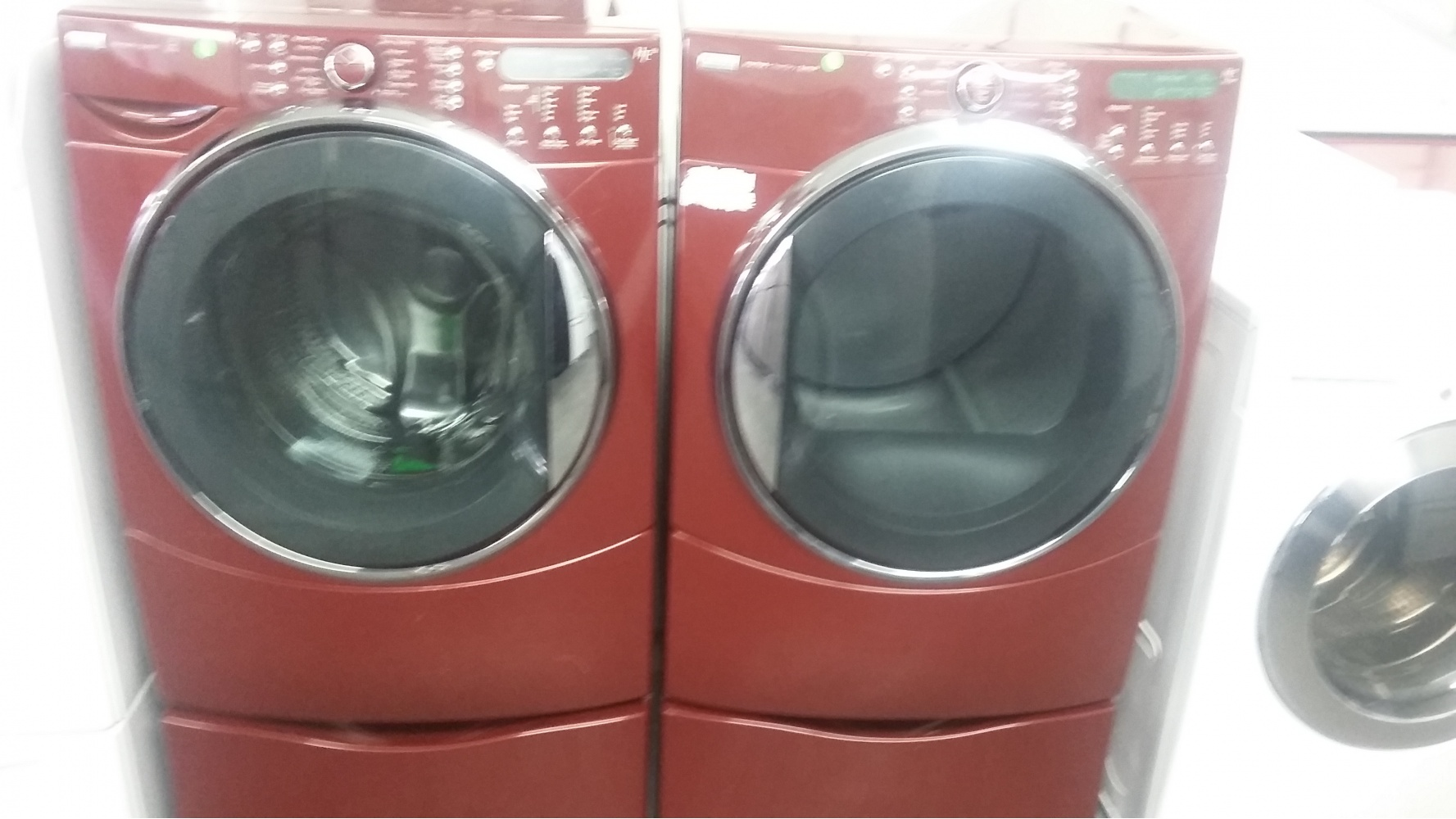 Kenmore He5 Burgundy Front Load Washer W Gas Dryer Set On